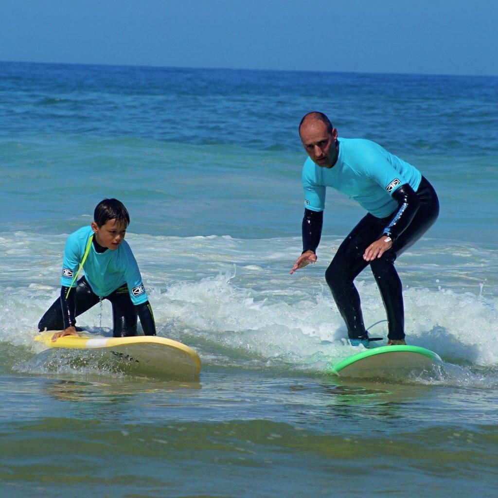 Père et son fils à l'eau   Chill surf School Seignosse